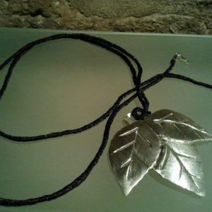 collar hojas largo joyeria contemporanea