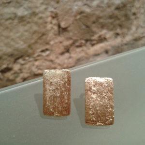 pendiente pequeño textura chapado en oro