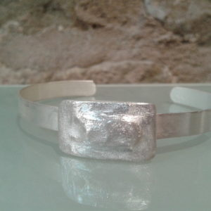 pulsera plata minimalista joyeria contemporanea