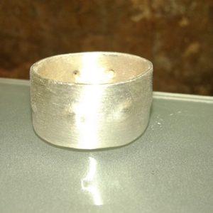 anillo relieve puntos en linea moartespai unisex