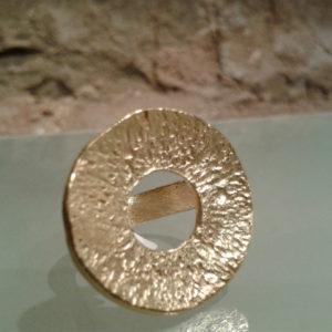 anillo redondo plta chapada en oro espectacular moart