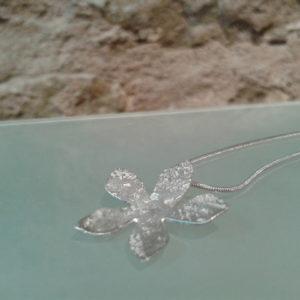 collar flor joyas minimalistas barcelona