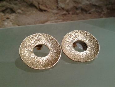pendiente muy sentador plata chapada en oro joyas de autor barcelona